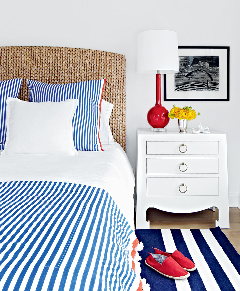 Red White Blue Bedroom Interior Impressions